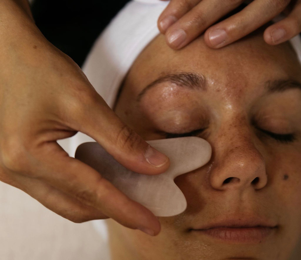 Rose Quartz Facial Massage